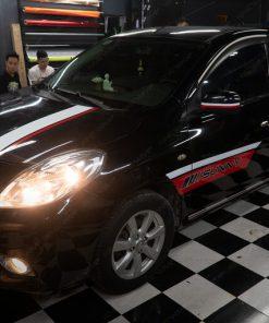 Nissan Sunny dán tem xe oto đẹp giá rẻ