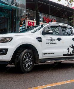Ford Ranger dán tem xe oto phong cách quân đội
