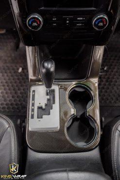Dán decal carbon bảo vệ nội thất ô tô